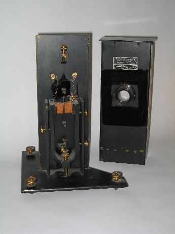 Photo of a Wood-Anderson Seismograph.