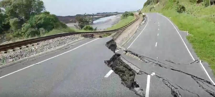 Road is nearly cut in half due to NZ temblor